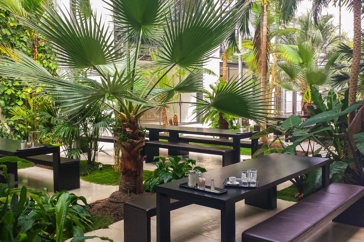 privatbank mit botanischem garten. Black Bedroom Furniture Sets. Home Design Ideas