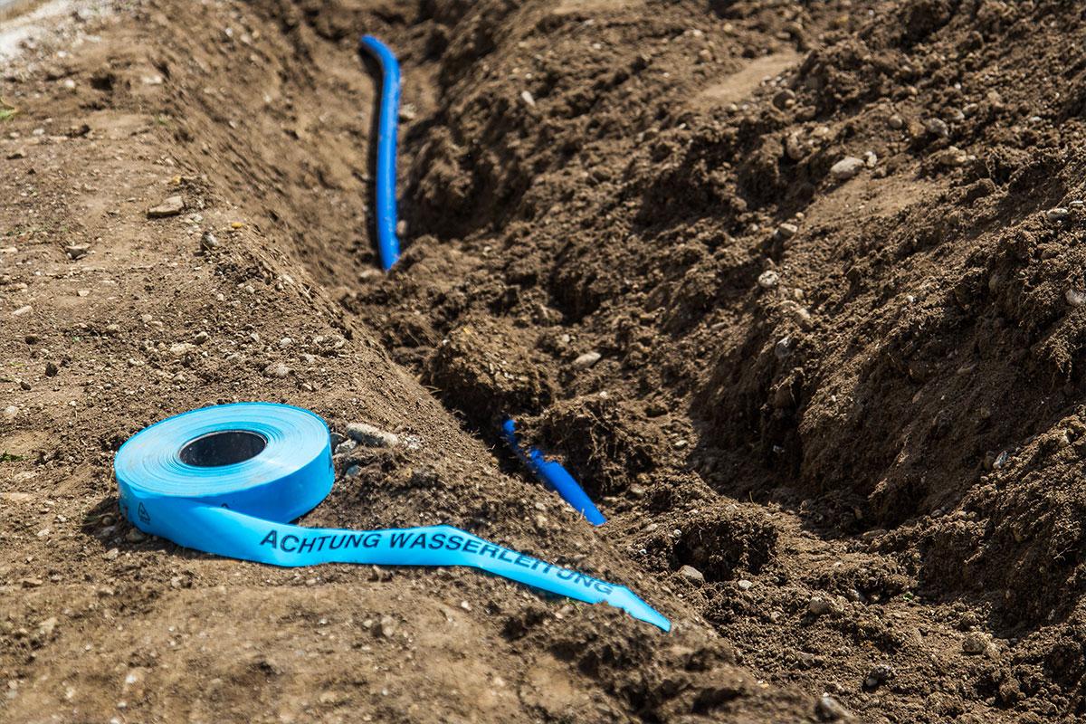 automatisches Bewässerungssysem, Bewässerungsanlage, Rasenberegnung, Warnband, Wasser, Haimahausen, München, Freising, H+W