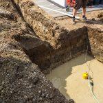 Abpumpen des ersten Grundwassers